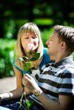 O cheiro feliz da mulher levantou-se Imagens de Stock Royalty Free