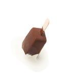 O chocolate cobriu a barra de gelado de baunilha Imagem de Stock Royalty Free