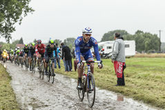 O ciclista William Bonnet em uma estrada da pedra - visite de Franco foto de stock royalty free