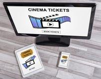 O cinema em linha tickets o conceito do registro em dispositivos diferentes fotos de stock royalty free