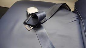 O cinto de segurança que encontra-se no assento plano não prendeu video estoque