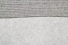 O cinza fez malha a tela feita do fundo/textura de várias cores do fio Fotografia de Stock