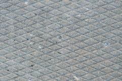 O cinza velho resistiu à placa concreta, close up macro do teste padrão diagonal áspero do sulco da textura da telha do cimento d Fotografia de Stock Royalty Free