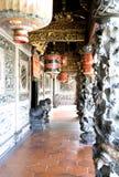 O clã chinês decorativo abriga a entrada Foto de Stock