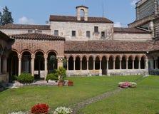 O claustro do San Zeno em Verona em Itália fotografia de stock royalty free