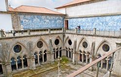 O claustro gótico da catedral de Porto Imagens de Stock Royalty Free
