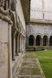 O claustro românico Imagens de Stock Royalty Free