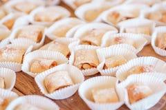 O close up de cookies duras revestiu com o pó do açúcar Imagens de Stock Royalty Free