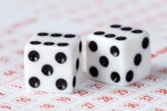 O close-up de corta no bilhete de loteria Imagens de Stock