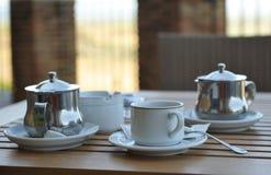 O close-up de uma tabela preparou-se para um chá para dois Fotos de Stock Royalty Free