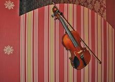 O Close-up disparou de um fretboard e de um soundhole da guitarra acústica Foto de Stock