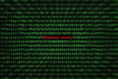 O close up do código binário, com os raios radiais do ` do dinheiro eletrônico do ` da inscrição diverge da inscrição imagem de stock