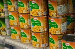 O close up do milho pode dentro no supermercado de Cora Fotografia de Stock Royalty Free