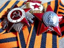 O close up orden do ` vermelho da estrela do `, sinal do ` dos protetores do ` e orden ` patriótico da guerra do ` do grande na f imagens de stock royalty free
