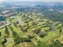 O clube de golfe com lagos Malásia disparou pelo zangão Fotos de Stock