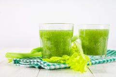 O cocktail vegetal feito do aipo sae, estilo de vida saudável sobre Foto de Stock Royalty Free