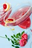 O cocktail vermelho da nuvem e mini coral levantaram-se Imagem de Stock