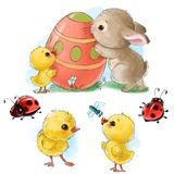 O coelho feliz com desenhos animados dos ovos da páscoa, dos pintainhos e dos erros isolou o clipart no fundo branco Fotografia de Stock Royalty Free