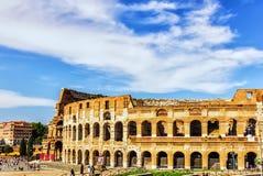 O coliseu ou o a opinião do verão de Flavian Amphitheatre, Roma, Itália imagens de stock royalty free