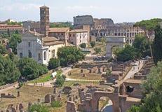 O Colosseum e o fórum romano Fotos de Stock Royalty Free