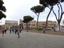 O colosseum no centro de Roma foto de stock