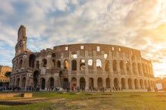 O Colosseum ou o coliseu, Flavian Amphitheatre em Roma, Itália imagens de stock