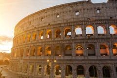 O Colosseum ou o coliseu, Flavian Amphitheatre em Roma, Itália fotografia de stock