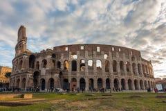 O Colosseum ou o coliseu, Flavian Amphitheatre em Roma, Itália imagens de stock royalty free