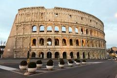 O Colosseum ou o coliseu, Flavian Amphitheatre em Roma, Itália foto de stock