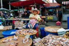O comércio no mercado de Singburi Fotografia de Stock Royalty Free