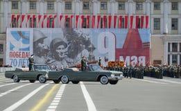O comandante de ZVO A Coronel-geral A Sidorov toma um ensaio de parada em honra do dia da vitória St Petersburg Fotografia de Stock Royalty Free