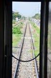 O começo Railway do trem em Banguecoque vai ao si Ayutthaya de Phra Nakhon em Tailândia Fotos de Stock Royalty Free