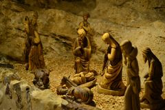 O comedoiro em pastores coloca a capela, Noite de Natal, figuras de madeira, Bethlehem, Palestina, Israel fotos de stock