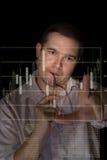 O comerciante analisa o estoque Imagem de Stock Royalty Free