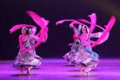 A 10o competição da dança do festival de arte de China - dança tibetana Imagens de Stock Royalty Free