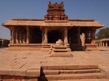 O complexo do templo de Hampi, um local do patrimônio mundial do UNESCO em Karnataka, Índia foto de stock