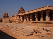 O complexo do templo de Hampi, um local do patrimônio mundial do UNESCO em Karnataka, Índia fotografia de stock
