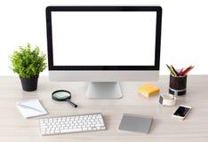O computador com tela isolada está na tabela fotografia de stock royalty free
