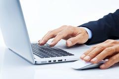 O computador de negócio entrega o mercado Fotos de Stock Royalty Free