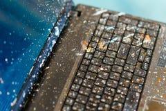 O computador na pintura de óleo respingada computador do artista Imagem de Stock