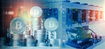 O computador para a mineração de Bitcoin e o bitcoin inventam em cartas de um mercado de valores de ação Fotos de Stock Royalty Free