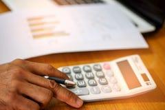 O conceito, calcula a renda e as despesas Imagem de Stock Royalty Free