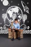 O conceito da educação com imaginação e fantasi do ` s das crianças foto de stock