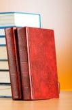 O conceito da educação com os livros vermelhos da tampa Fotografia de Stock