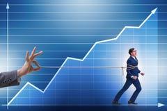 O conceito da retenção do pessoal com o empregado amarrado acima imagens de stock royalty free