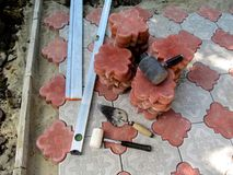 O conceito de colocar pavimentos - papel de parede brilhante da construção - vista superior imagem de stock