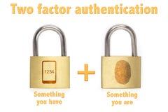 O conceito de dois fatoras dos cadeado da autenticação é e tem Imagens de Stock Royalty Free