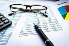 O conceito de financiamento da operação bancária da contabilidade do negócio, calcula o investimento e a estratégia empresarial fotografia de stock royalty free