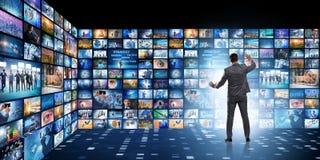 O conceito de fluir o vídeo com homem de negócios ilustração royalty free