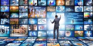 O conceito de fluir o vídeo com homem de negócios foto de stock